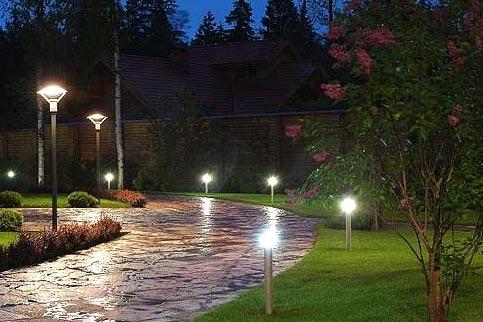 ландшафтне освітлення біля дому
