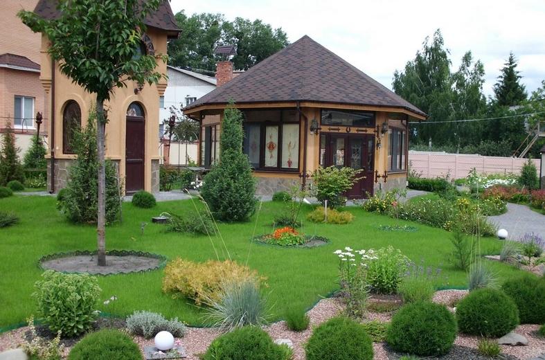 Ландшафтний дизайн біля будинку
